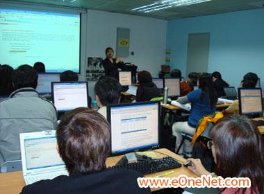 Fione Tan presenting the Hong Kong Internet Marketing Coaching Class